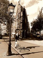 Amsterdam 2012 (Berliner08) Tags: people holland netherlands amsterdam leute gente streetlamps nederland holanda paysbas gens noordholland strassenlaternen niederlande bloemgracht hollande lightings réverbères piasesbajos