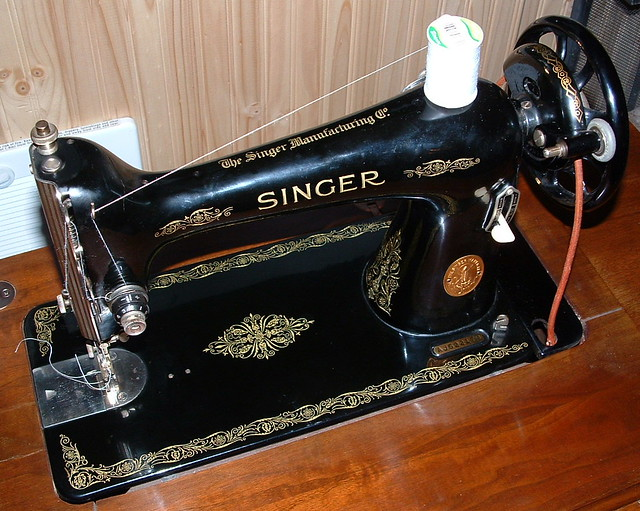 My Singer 40 Treadle Sewing Machine My Recycled Bags Classy Singer Sewing Machine Model 66 18