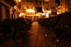 E' giunta mezzanotte! (Mario in arte Akeu) Tags: light orange night chairs piazza mercato sodium mezzanotte notturno domodossola frack ossola