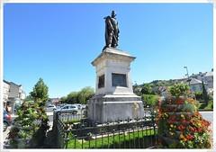 02-statue general delzons-h