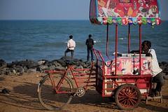 Promenade Goubert (Gwenaël Piaser) Tags: ocean india beach bike bicycle canon eos prime reflex tricycle indian gimp 85mm icecream promenade delivery usm february fullframe plage canoneos indien velo inde pondicherry glaces sellers 6d 2014 85mmf18 triporteur pondichéry 24x36 vendeurs ef85mm ef85mmf18usm canonef85mmf18usm ef85mmusm eos6d goubert puducherry rawtherapee புதுச்சேரி பாண்டிச்சேரி unlimitedphotos canonef85mm118usm canoneos6d gwenaelpiaser deliverytricycle promenadegoubert