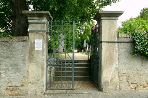 Eingang zum Park in Selzen von der Friedhofstraße aus