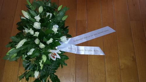 70mm wit rouwlint met goud bedrukt