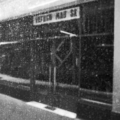 photowalk5 (lux fecit) Tags: paris bw nb reflet reflection window blur dust