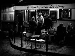Le Rendez-vous des Amis (Something Sighted) Tags: streetphotography night blackandwhite noiretblanc nuit lesoir scnederue paris france 75018 montmartre lerendezvousdesamis fujifilmxt1 bar 18tharrondissement