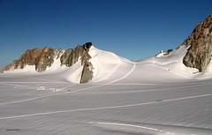 (claudiophoto) Tags: montblanc montebianco valdaosta courmayer chamonix alps alpi alpiitaliane alpinisti snowy vette cime topeurope massifdumontblanc massiccio massif
