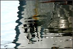 Weserreflexe (Barbara Wenzel-Winter) Tags: reflexe weser wasser flus schiff spiegelungen abstrakt