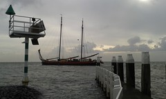 Pretty high tide ... full moon (Alta alatis patent) Tags: averechts vlieland harbour leaving sighn scaffold charter