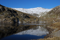 Carnedd Llewelyn from Ffynnon Llugwy reservoir (OMG285) Tags: snowdonia carneddau snow winter mountain landscape carnedd llewelyn ffynnon llugwy reservoir reflection