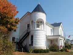 Harrodsburg, KY (robgividenonyx) Tags: kentucky mercercounty housewithtowers