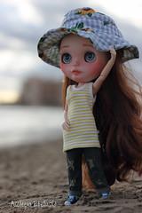 Sara (AscLPia) Tags: blythe blythedoll hat beach toys toy