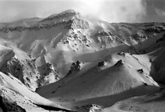 Mt.kamihorokametokku (threepinner) Tags: mtkamihorokamettoku mountainsnaps kamifurano taisetsunationalpark hokkaidou hokkaido northernjapan pentax pentaxm 50mm f17 kodak microfilm imagelink hq selfdeveloped winter