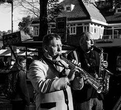 Blaaskapel (Harry -[ The Travel ]- Marmot) Tags: holland nederland netherlands dutch hollands nl amsterdam mokum stadsarchief stad city urban stedelijk stads zonneplein tuindorpoostzaan amsterdamnoord noord human portret portrait allrightsreservedcontactmebyflickrmail zwartwit blackandwhite bw monochroom monochrome schwarzweis toetersenbellen band brass fanfare muzikanten music mannen koperblazers men trompet saxophone saxofoon