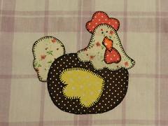 Galinha 2 (Katrin H. Moecke) Tags: cores galinha asa bela bico detalhes crista aplique delicada esbelta patchcolagem pozuda