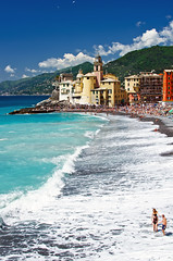 Camogli, 11 Maggio 2013 (Arsenio_Lupin) Tags: sea beach colors bay nikon mare waves village blu liguria shore camogli azzurro colori borgo spiaggia onde lightblue baia villaggio bagnasciuga d5100