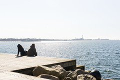 sun eaters (hnrk hlndr) Tags: street sea people sun water sunshine spring rocks waves harbour salty streetphoto malm hangingout bo01 vstrahamnen westharbour betongfabriken