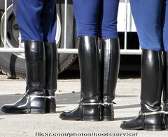 bootsservice 13 1143 R (bootsservice) Tags: paris army spurs uniform boots military cavalier uniforms rider cavalry militaire weston bottes riders arme uniforme gendarme cavaliers gendarmerie cavalerie uniformes riding boots eperons garde rpublicaine