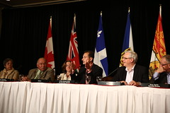 Premier/premier ministre Ghiz speaks to media/parle aux médias