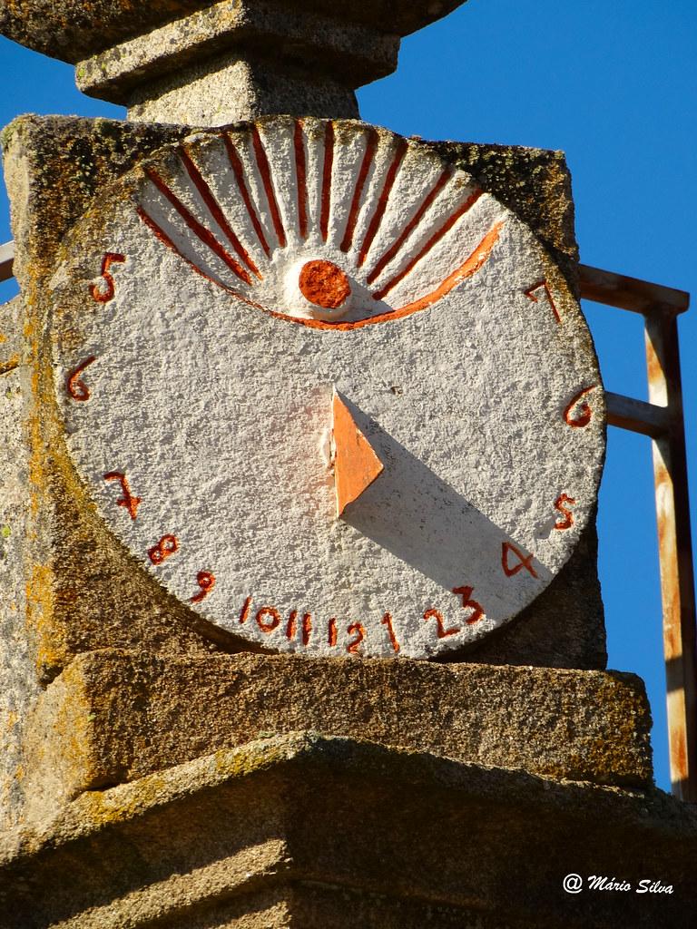 Águas Frias (Chaves) - ... são três e meia ... no relógio de sol ...