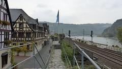 Stadtmauer Oberwesel, Bahn und Rhein