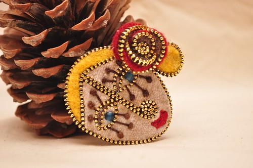 #Frida style zipper brooch