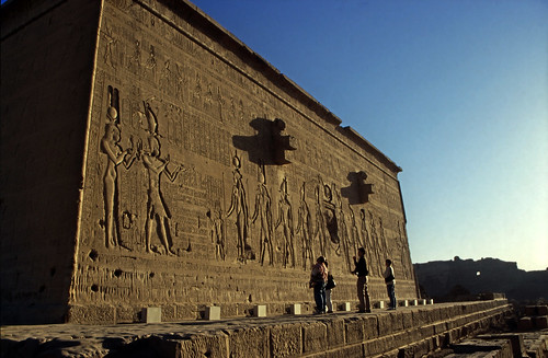 "Ägypten 1999 (528) Tempel von Dendera • <a style=""font-size:0.8em;"" href=""http://www.flickr.com/photos/69570948@N04/30596065834/"" target=""_blank"">View on Flickr</a>"