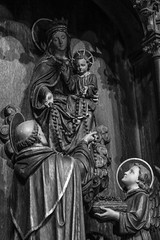 Rosarium (Lawrence OP) Tags: dominicanhouseofstudies washingtondc friars stdominic ourladyoftherosary rosary angels jesuschrist carving wood chapel reredos