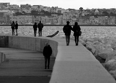 Outside the wall... (modestino68) Tags: bn bw amore love solitudine solitude porto harbour mare sea pinkfloyd