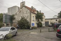 . (Le Cercle Rouge) Tags: aubervilliers france house park car parking decay graffitis bubble handstyle tags graff flop marathonwalk