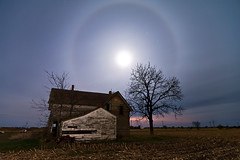 K7_10154 (Bob West) Tags: longexposure nightphotography moon ontario abandoned night cloudy fullmoon moonlight nightshots deserted k7 moonhalo southwestontario bobwest pentax1224 oldhousesicklytree april78cvjb