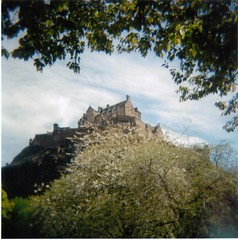 Edinburgh Castle from Princes Street Gardens (Retro.Girl) Tags: castle holga edinburgh edinburghcastle princesstreetgardens princesstreet lightleak holga120 princesst holga120n