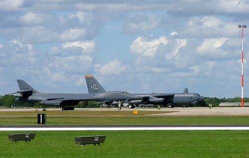 85-0090 Rockwell B-1B Lancer and 60-0005 Boeing B-52H Stratofortress, United States Air Force, RAF Fairford 14 July 2007