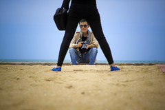 Funny framing (-clicking-) Tags: friends portrait sand funny photographer faces vietnam frame framing visage blinkagain