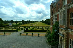 View up the avenue at Hatfield House (Jayembee69) Tags: drive day view cloudy box hedge hatfield avenue hatfieldhouse hertfordshire herts statelyhomes boxhedge