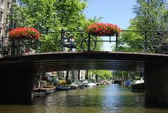 Bridge flowers and bicycles, Egelantiersgracht (lisa_dp) Tags: holland netherlands amsterdam noordholland waterbodies egelantiersgracht northholland
