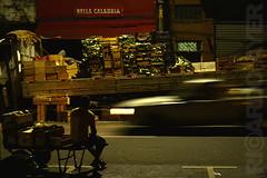 (RICARDO AYER) Tags: verduras sãopaulo streetphotography mercado trabalhador fotografianoturna mercadão mercadomunicipaldesãopaulo caixotes ricardoayer