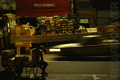 (RICARDO AYER) Tags: verduras sopaulo streetphotography mercado trabalhador fotografianoturna mercado mercadomunicipaldesopaulo caixotes ricardoayer