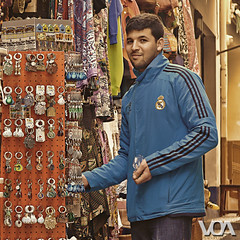 He likes Real Madrid (El Orfebre Mochilero) Tags: street blue people man colour guy square fan market supporter vendor albaicin teteria realmadrid keyrings albayzin caldereria fitbol