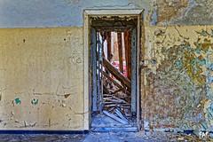 Door III (Fine Art Foto) Tags: door berlin abandoned doors decay urbanexploration rotten passage tr decaying verlassen tren urbex verrottet pforte lostplace beelitzheilsttten beelitz