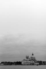 #Venezia (Silvio Naef) Tags: venica venezia venice venedig leica 90mm mhexanon monochrme city italy