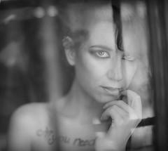 Finestra de l'oblid (Saur) Tags: finestra window fine art girl