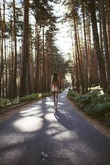 CAMINANDO HACIA LA META (Dream Photography by margamorqui) Tags: nature naturaleza desnudo nude mujer woman ella she bosque forest sentimiento feeling sensual bella beauty