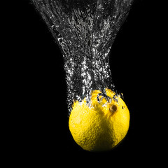 CLASSICAL LEMON SPLASH #1  IMG_5364 (photo.bymau) Tags: bymau canon 7d high speed flash syn speedhighspeedflash sync citron lemon water drop splash
