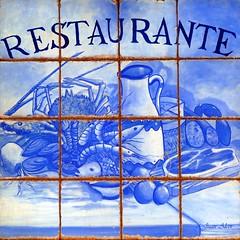 Azulejos. Restaurante Los Montes de Galicia (Madrid) (Juan Alcor) Tags: azulejos tiles madrid restaurante montesdetoledo