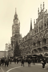 Munich Town Hall and Christmas Tree (suzanne~) Tags: munich christmas advent city architecture outdoor building marienplatz townhall christmastree christmasmarket christkindlmarkt neogothic newtownhall