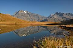 Couleurs d'automne en Savoie. (yves floret) Tags: savoie maurienne vanoise montagne grandecasse lac eau automne prairie ciel reflet