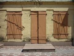 Kraslava-Lettonie (peltier patrick) Tags: mur fermeture porte fentre volet perron