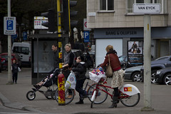Antwerp Cycle Chic_7 (Mikael Colville-Andersen) Tags: bike bicycle cycling kid belgique bici antwerp fahrrad antwerpen vélo hasidic sykkel cykel belgien bicicletta cykling hasid bikeshare beligium velopassioncc