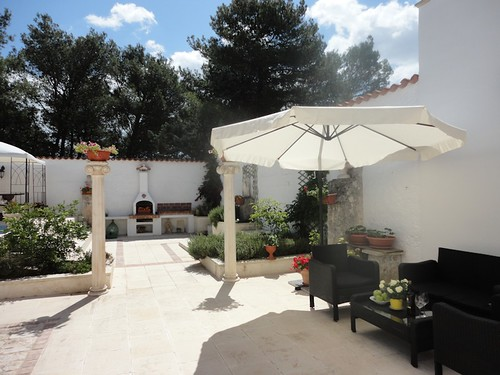 courtyard lounge and barbeque of masseria in vendita