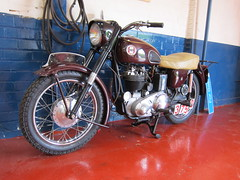 Ariel Red Hunter (Lady Wulfrun) Tags: ariel 350 motorcycle 1958 500 1959 500cc 350cc redhunter arielredhunter